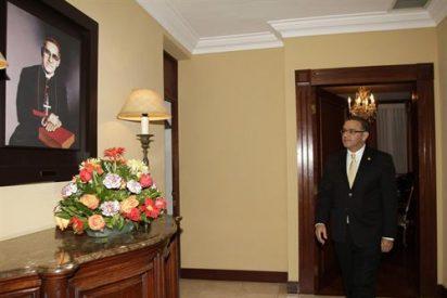 """Francisco, al presidente de El Salvador: """"Monseñor Romero va a ser canonizado"""""""