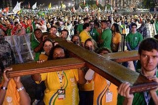 Medio millón de personas asisten en Copacabana a la inauguración de la JMJ de Río