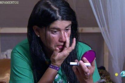 El canto del cisne de Lucía Etxebarría: abandona definitivamente 'Campamento de verano' no sin antes montar la escena más surrealista del año