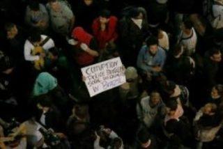 Manifestantes y peregrinos se cruzan en Copacabana