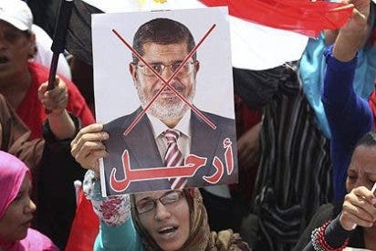 El islamista Morsi se niega a dimitir y pide al Ejército que le retire el ultimátum