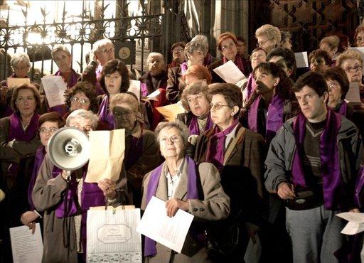 """Mujeres católicas piden poner fin a la """"marginación femenina"""" en la Iglesia"""