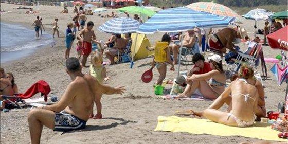 España recibirá 22,3 millones de turistas internacionales este verano de 2013