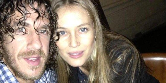 Carles Puyol y Vanesa Lorenzo, dos enamorados bajo el sol de Ibiza