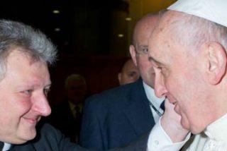 """Escándalo Vaticano por la """"agitada relación homosexual"""" entre un alto prelado y un guardia suizo"""