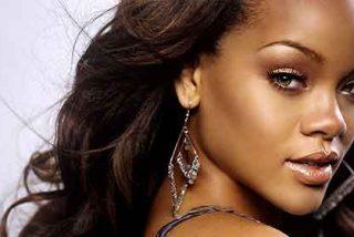 Rihanna llora a lágrima viva en pleno concierto
