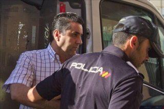 El director del colegio de Cádiz seguirá detenido