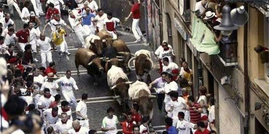 Primer encierro largo y peligroso de San Fermín 2013 protagonizado por un toro rezagado