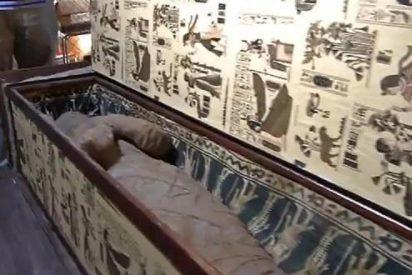 Un niño descubre una valiosa momia egipcia en el ático de su abuela