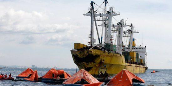 Naufragio en Filipinas: al menos 40 muertos y 200 desaparecidos al chocar un ferry y un buque