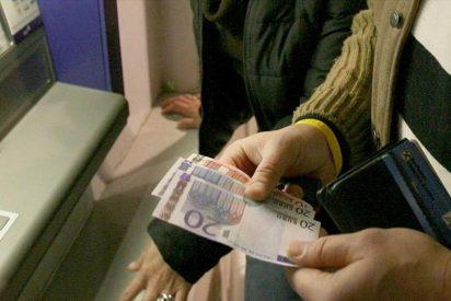 Dos indigentes se encuentran en un cajero 700 euros y se los gastan en bares de alterne