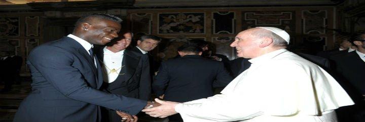 """El Papa Francisco a Balotelli: """"No ceda a las provocaciones racistas"""""""
