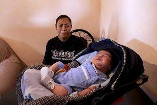 [Vídeo] Nace un bebé gigante que usa ropa de uno de 6 meses y mide más de medio metro