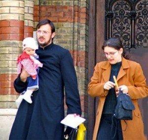 Curas casados de Perú denuncian al Papa