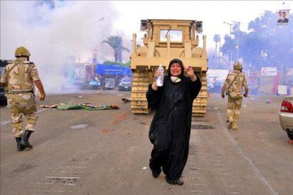 Partidarios de Mursi queman una iglesia en el sur de Egipto