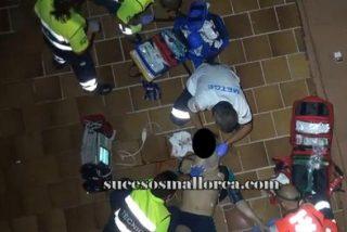 [Vídeo] Borrachera fatal en Playa de Palma: cae desde la terraza de su hotel...y van ya seis