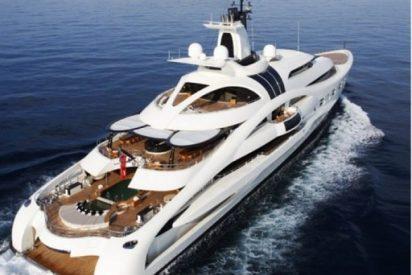 El impresionante yate de uno de los hombres más ricos del mundo surca las aguas de Ibiza