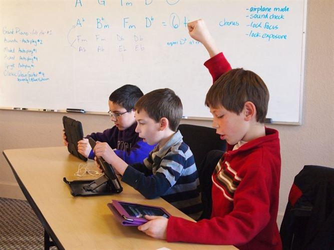 Una empresa vigila a los escolares en las redes sociales para evitar suicidios