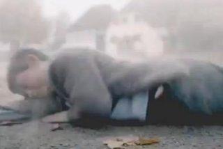 El polémico vídeo del Mercedes que atropella y mata a Hitler cuando era un niño