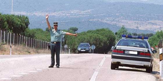 Arrollan a un guardia civil en la frontera con Gibraltar con un coche con tabaco de contrabando