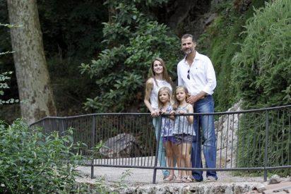 Los Príncipes de Asturias con sus hijas dan el posado del verano en la Granja de Esporles