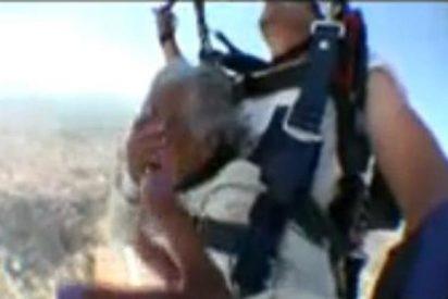 [Vídeo] La anciana de 103 años que se tira en paracaídas como si le fuese la vida en ello