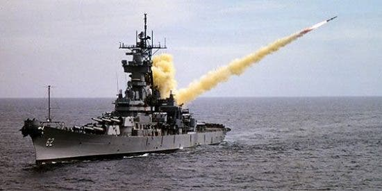 Tres gigantes militares y siete escuderos alistan misiles contra Al Assad