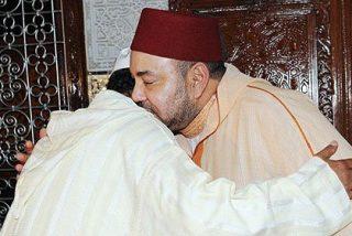 Mohamed VI 'baja la cabeza' ante las familias de las víctimas del pederasta