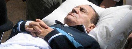 Mubarak abandona la prisión a bordo de un helicóptero rumbo a un hospital militar