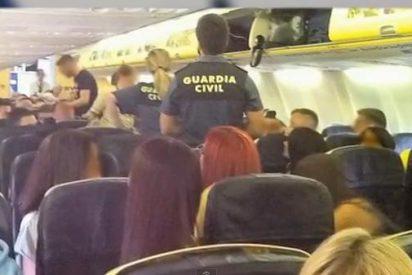 Un grupo de escoceses borrachos desata el pánico en un avión con destino a Ibiza