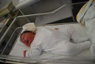 Da a luz a un bebé de 6,2 kilos sin anestesia epidural y sale tan campante