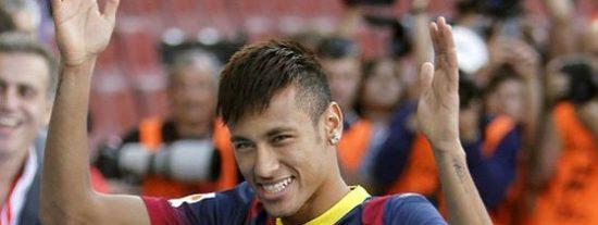 [Videos] Neymar debuta a lo grande contra el Santos, pero sin marcar ninguno de los 8 goles