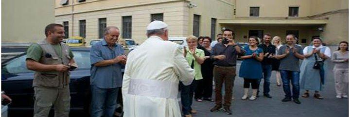 Francisco visita por sorpresa a los obreros de Vaticano