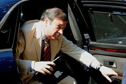 Pedrojota dice que Rajoy le espía, pero los diarios se centran en que el FMI exige que nos bajen el sueldo