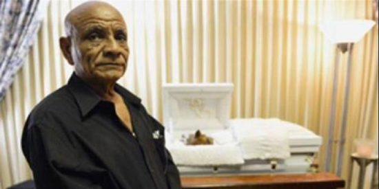 Le hace un funeral por todo lo alto a su perro y le multan con 3.750 euros