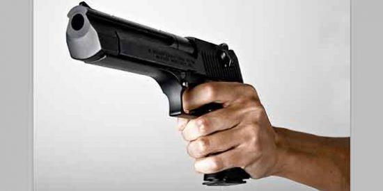 Misteriosa caída de dos hombres desde un cuarto piso en Madrid con bala incluida