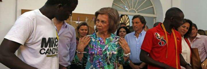 La Reina se interesa in situ por los programas de Cáritas Mallorca