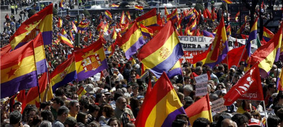 El PP considera que el PSOE debería echar afiliados si enarbolan banderas republicanas