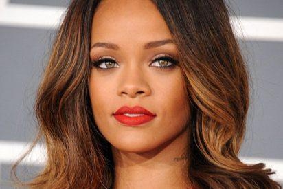 La cantante Rihanna hace un 'sinpa' en el funeral de su abuela y la demandan