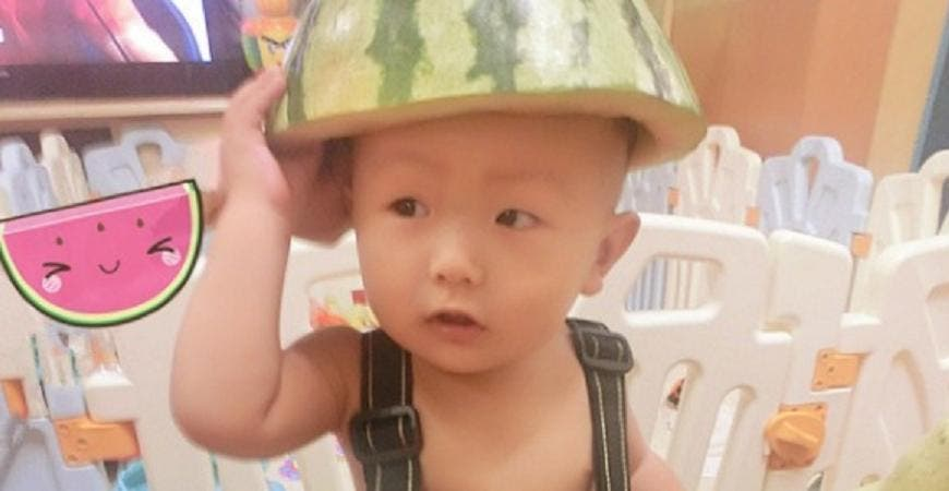 En China ya no saben que inventar: llega la moda de disfrazar a niños con sandías
