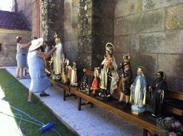 Evacuan los santos de la iglesia de Ponte Caldelas