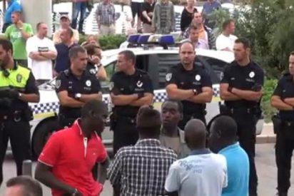Esto va a peor... ¡Batalla campal en Playa de Palma entre enfurecidos manteros y policías!