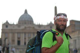 Cura excomulgado peregrina a Roma para ver a Francisco