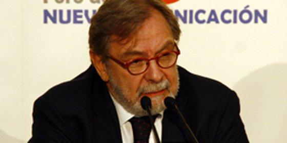 """Cebrián devuelve favores a Rajoy: """"Aznar y Zapatero intervenían en los medios, con él hay un progreso"""""""