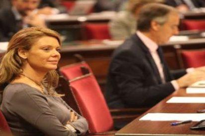 La diputada Aguiló 'recuerda' en Twitter que los padres que no lleven sus hijos al colegio pueden perder la custodia