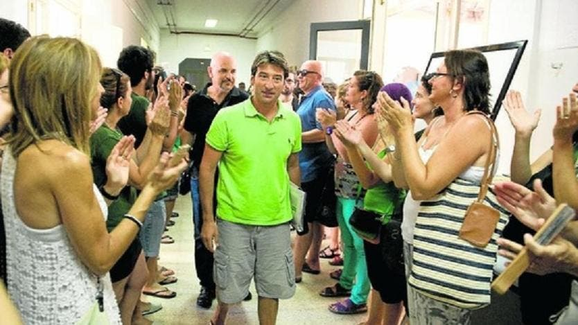 El Govern da por fin un primer paso: reincorpora como profesores a los directores expedientados de Mahón