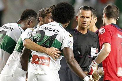 El Real Madrid especula, el Elche pelea, el árbitro la pifia y Cristiano remata