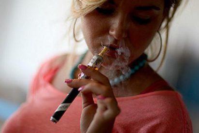 ¡Alarma! El mercado de los cigarrillos electrónicos 'engancha' a los más jóvenes