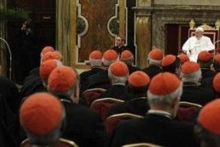 """Francisco reúne por sorpresa al """"Consejo de Ministros"""" de la Santa Sede"""