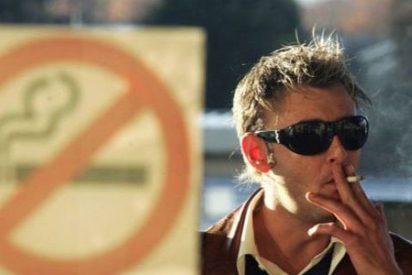 Le ponen de patitas en la calle por fumar en los vestuarios de su empresa alimentaria
